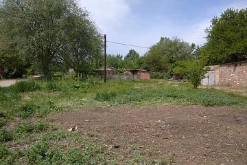 ООО «Чистый город»  очистили территорию от веток, и домашнего мусора около контейнеров дома №14