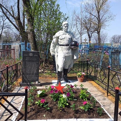 Братские захоронения и памятные знаки Краснозоренского сельского поселения