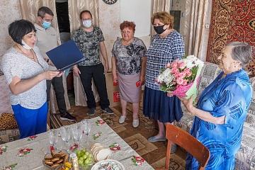 В Мятлево поздравили старейшего члена местного отделения партии «Единая Россия»