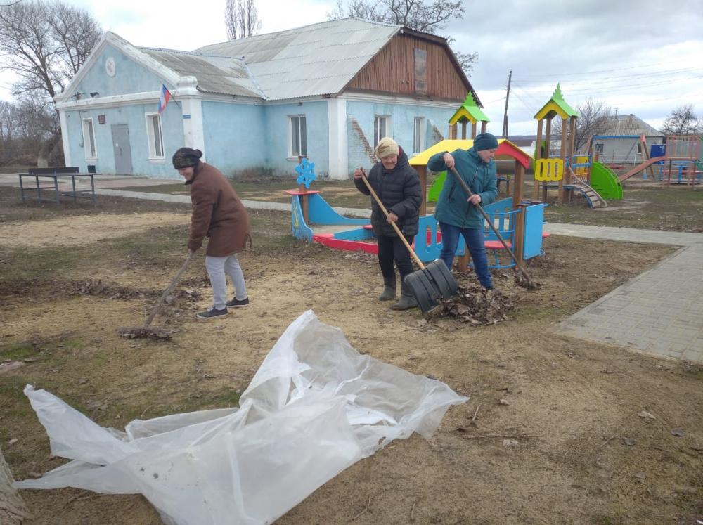 Месячник по благоустройству и санитарной очистке территории Гниловского сельского поселения