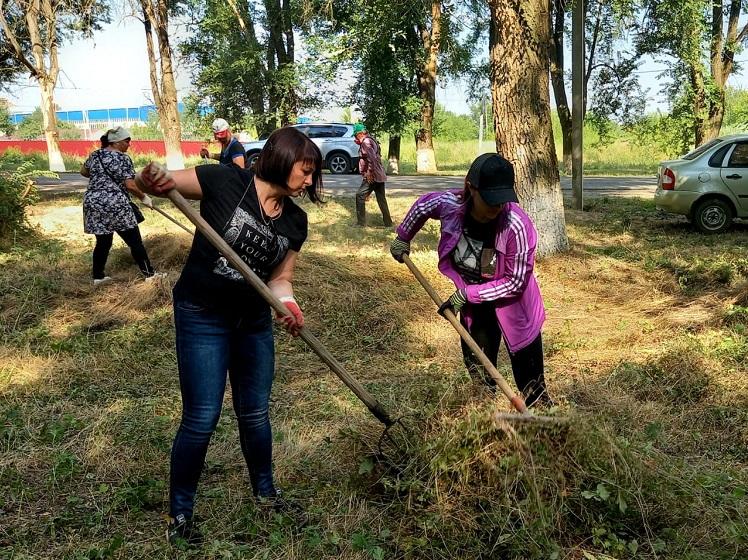 На территории Кущевского сельского поселения продолжаются работы по наведению санитарного порядка