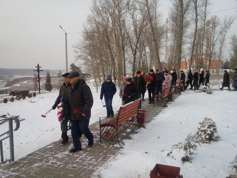 Под девизом: «Имя твое – неизвестно, подвиг твой – бессмертен…» 03 декабря 2019 года в поселке Товарково, на территории Сквера Памяти состоялся митинг, посвященный Дню Неизвестного солдата