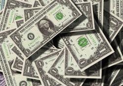 При ввозе либо вывозе наличных от 100 тыс. долларов необходимо будет подтвердить их происхождение