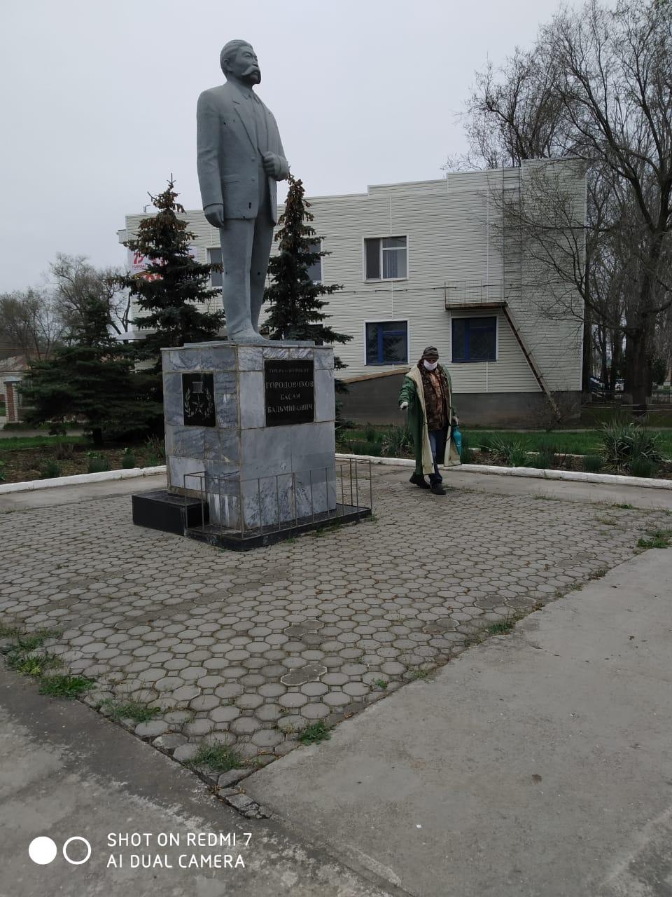 Администрация Городовиковского городского муниципального образования продолжает проводить дезинфекцию в городе