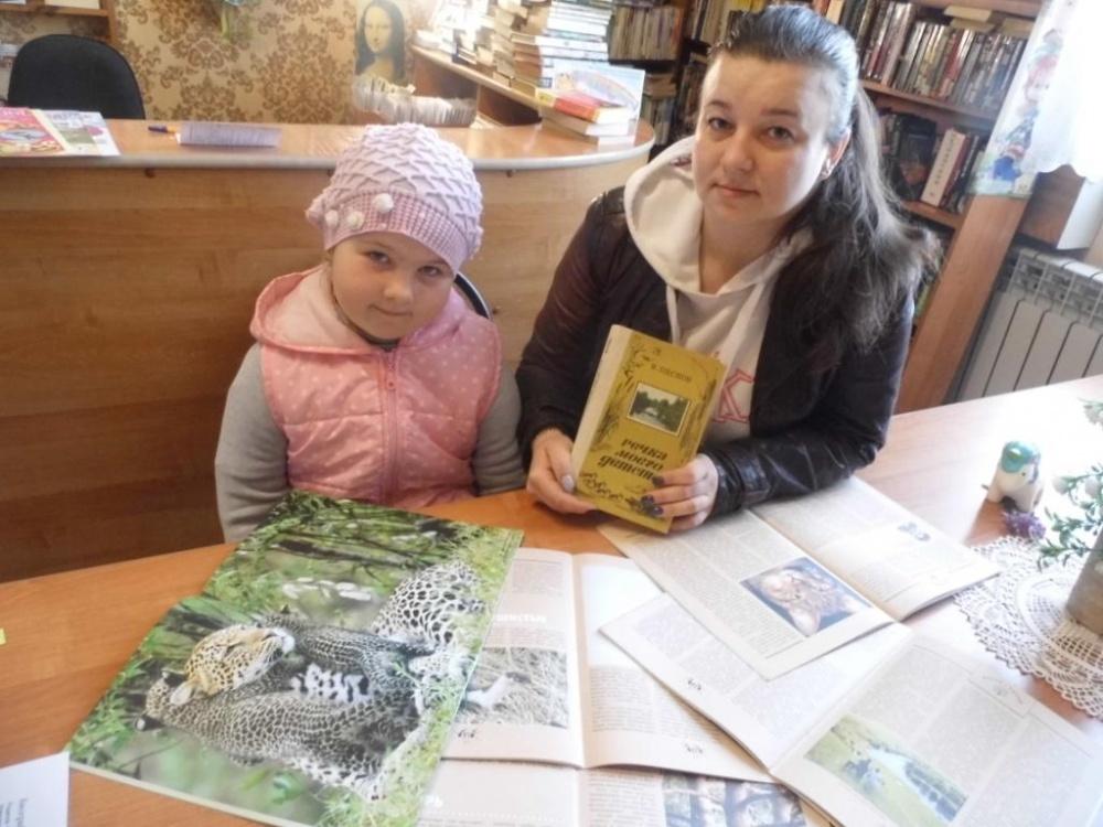 Оформлена книжная выставка «Река жизни В. Пескова»