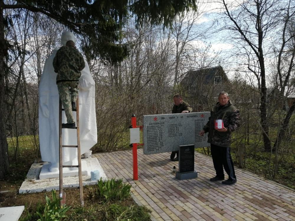 Мятлевские пожарные благоустроили воинское захоронение в деревне Богданово