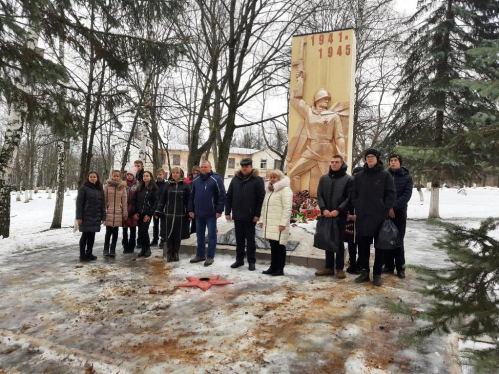 25 января 2021 года состоялось возложение цветов на мемориальных объектах расположенных на территории Петинского сельского поселения.
