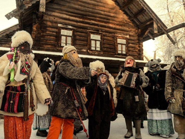 Никольский СДК предлагает историю праздника Святки.