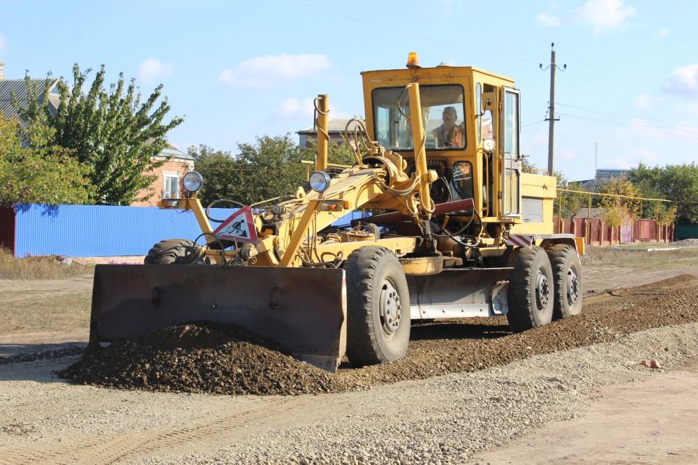 В Камышеватском сельском поселении продолжаются работы по ремонту дорог