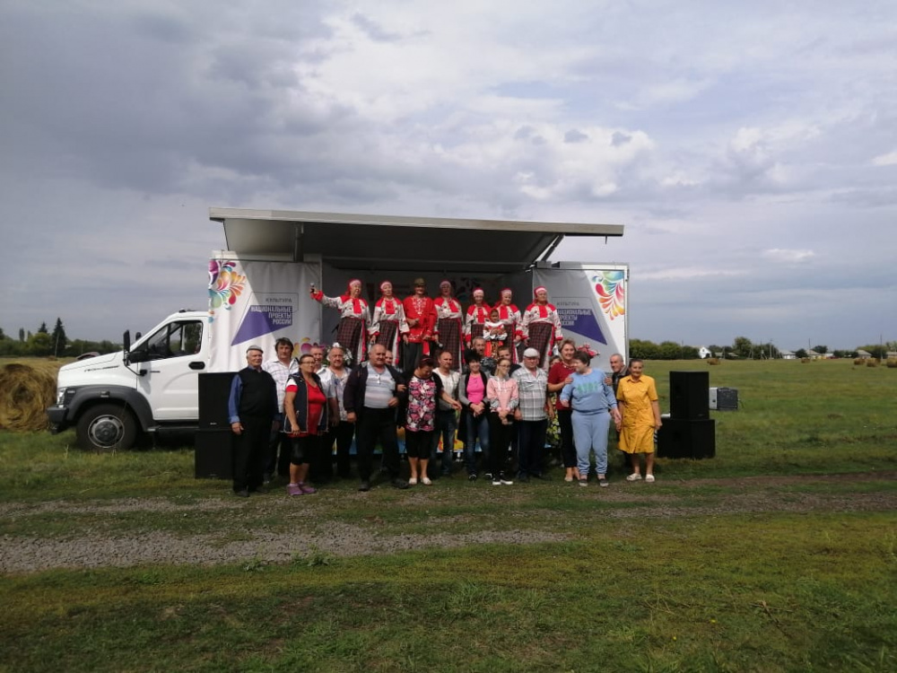 Вокальная группа «Никольские переливы»  приняли участие в праздновании  дня района  «С днём рождения, мой милый край»