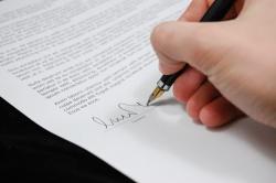 Чем отличается трудовой договор от договора подряда?