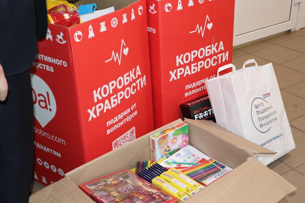 """В Самаре более 700 подарков передали в """"Коробках храбрости"""" в детскую больницу"""