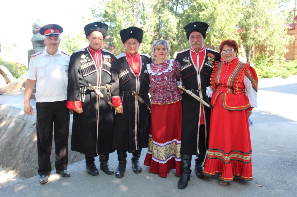 3 августа делегация казаков Ейского района совместно со специалистом по делам молодежи, посетили старинный город Азов.