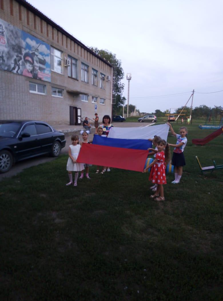 Овеянный славой Российский флаг