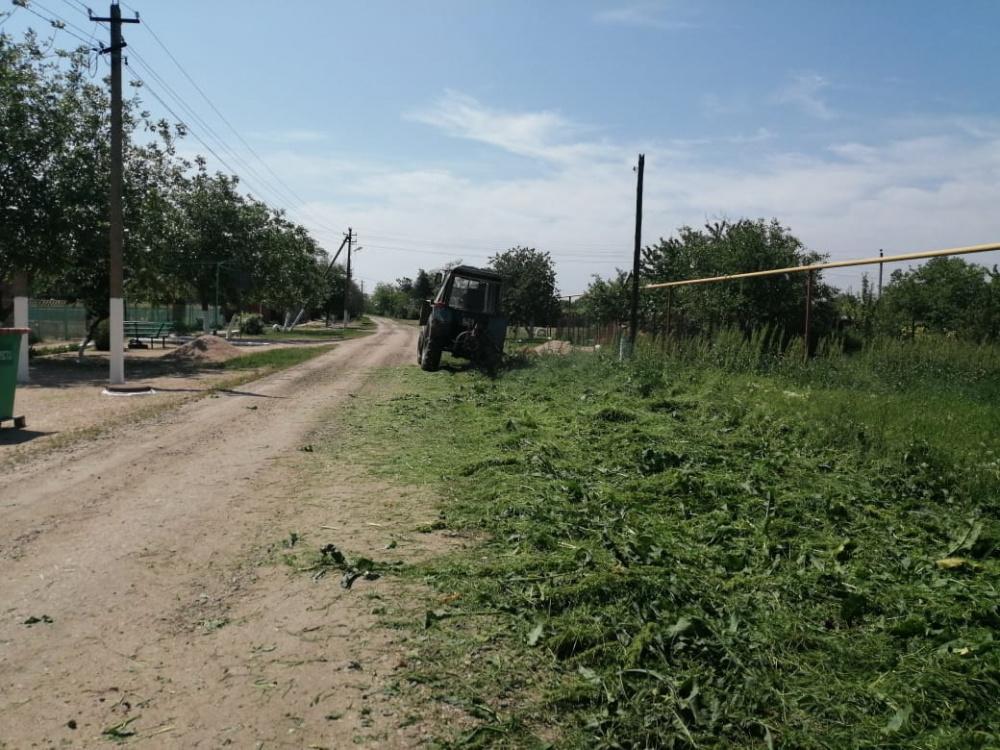 Покос сорной растительности – первый шаг в предотвращении возгораний на территории поселения