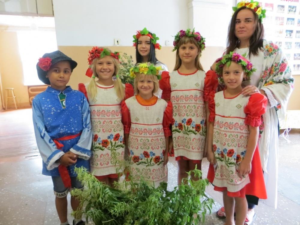 6  июля в Мамоновском ЦК провели фольклорно-игровую программу для детей «Ночь только заиграла, к нам пришёл Иван Купала».