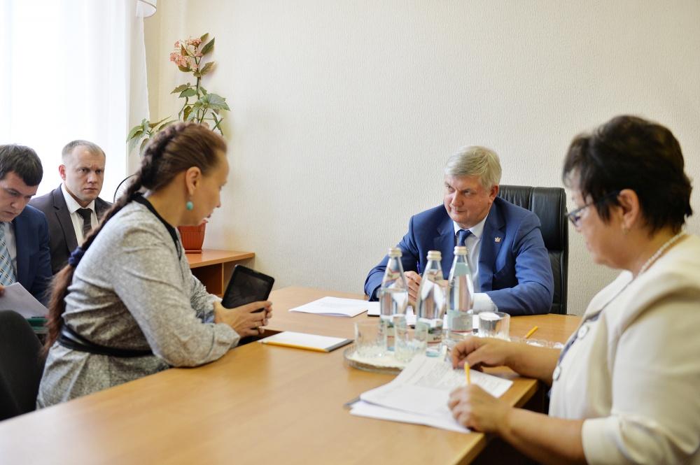 8 августа Александр Гусев провел личный прием граждан в общественной приемной губернатора Воронежской области.