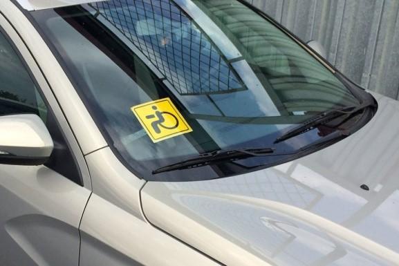 О праве инвалидов на бесплатную парковку