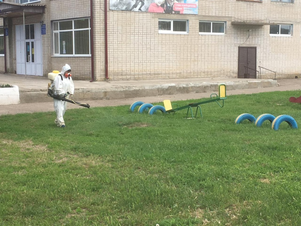 Проведена аккарицидная обработка детских площадок