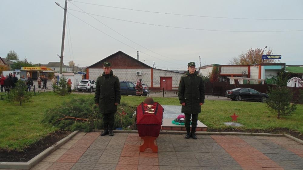 Торжественная церемония перезахоронения останков воина, погибшего в годы Великой Отечественной войны