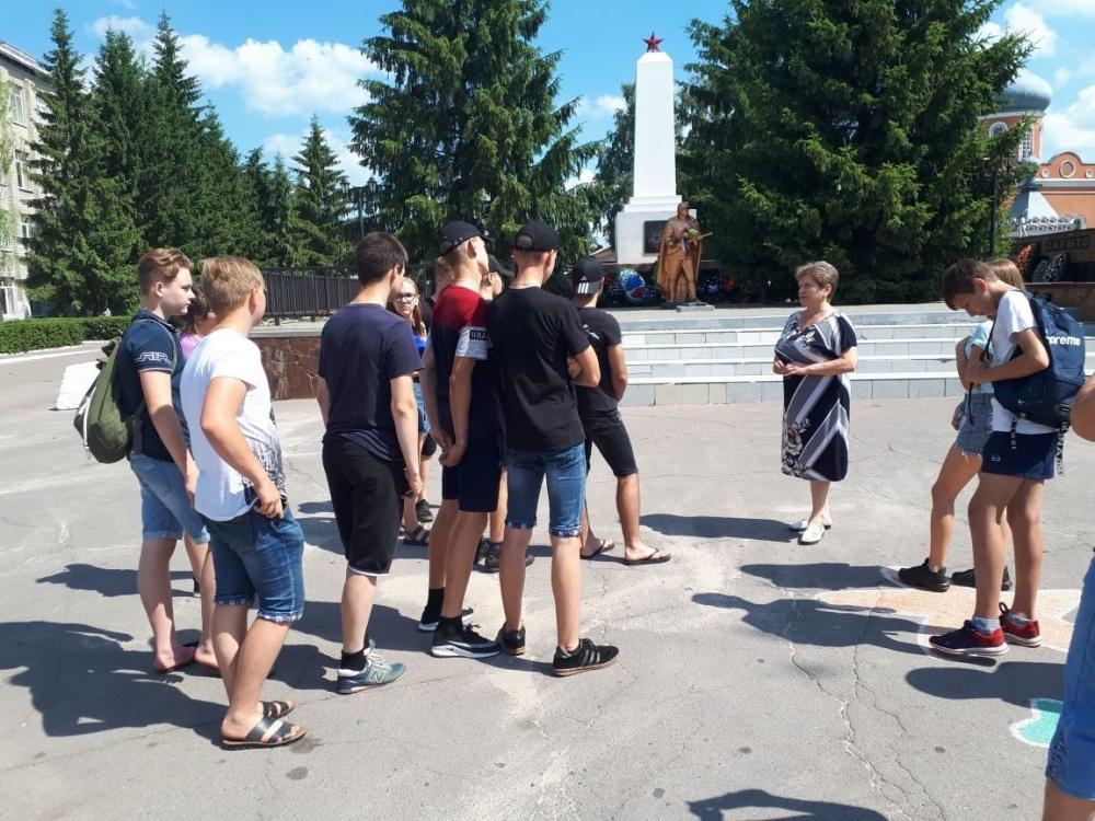 """Состоялась экскурсия для участников школьного лагеря """"Пройдусь я по Давыдовке с любовью..."""""""