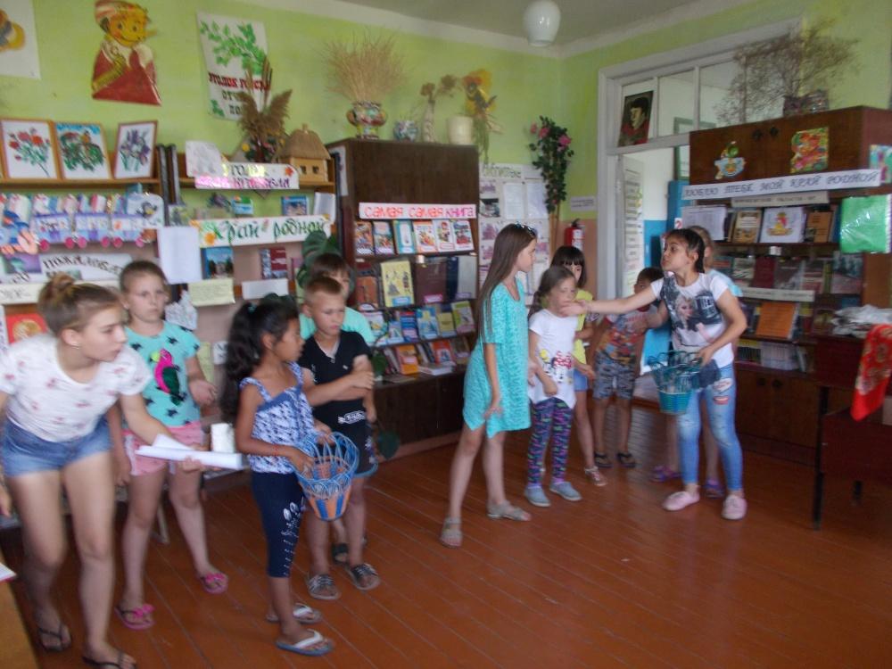 в Скорорыбской библиотеке была проведена конкурсно-игровая программа «По секрету всему свету»  и литературная игра «Летом с книгой я дружу»