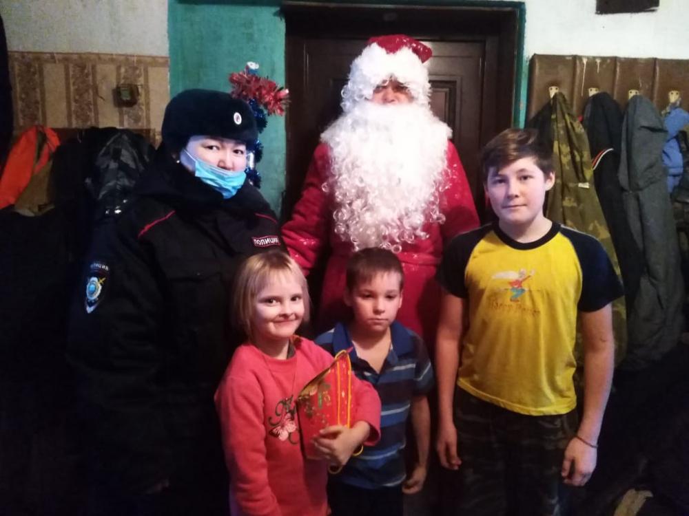 Всероссийская акция «Полицейский Дед Мороз» набирает обороты