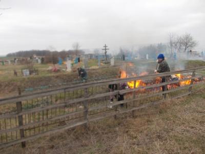 24 апреля 2018 г. в селах Липчанского сельского поселения прошли субботники на кладбищах.