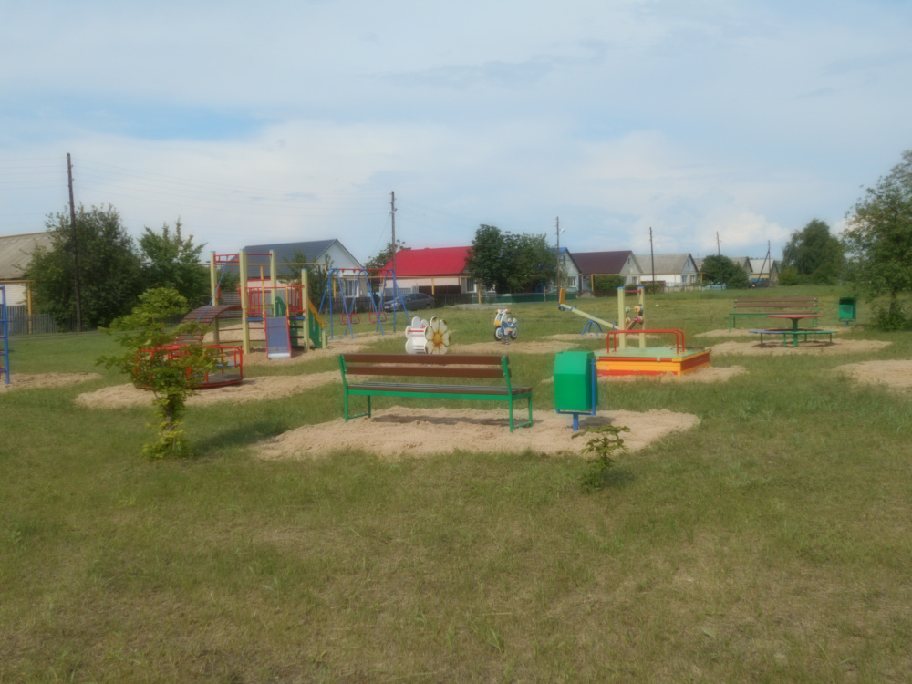 """Активисты ТОС""""Шанинский"""" установили детскую площадку в п. Участок № 26."""