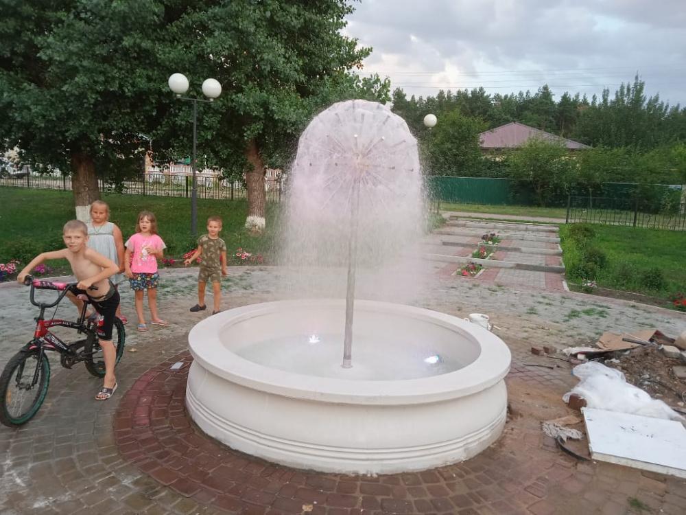 """Новый фонтан в парке """"Четыре стихии""""."""