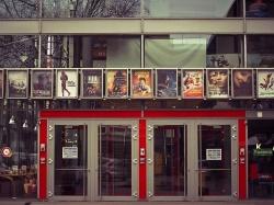 Вправе ли работники кинотеатров требовать паспорт для проверки возраста зрителя?