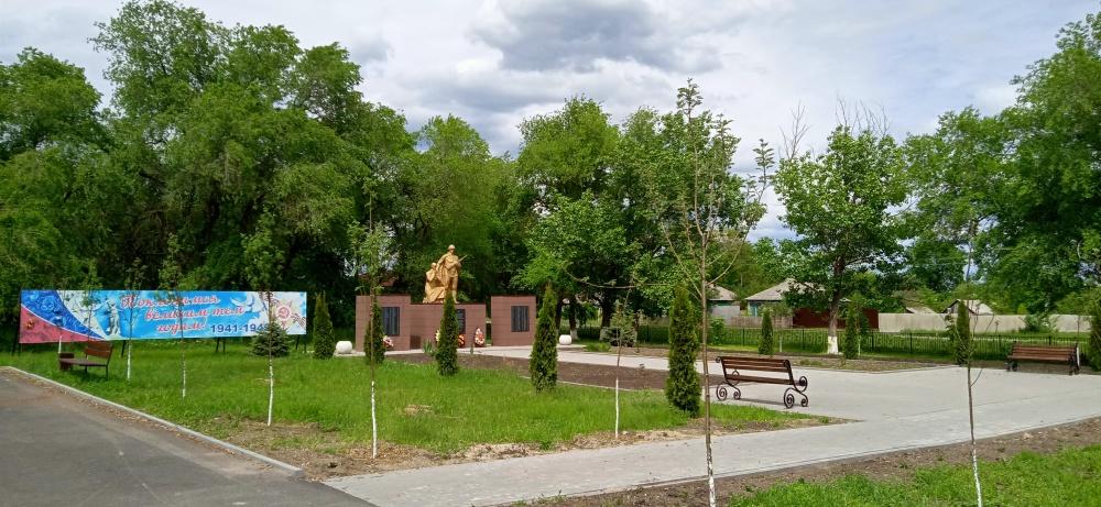 За счет спонсорских средств благоустроен центральный парк с. Осетровка