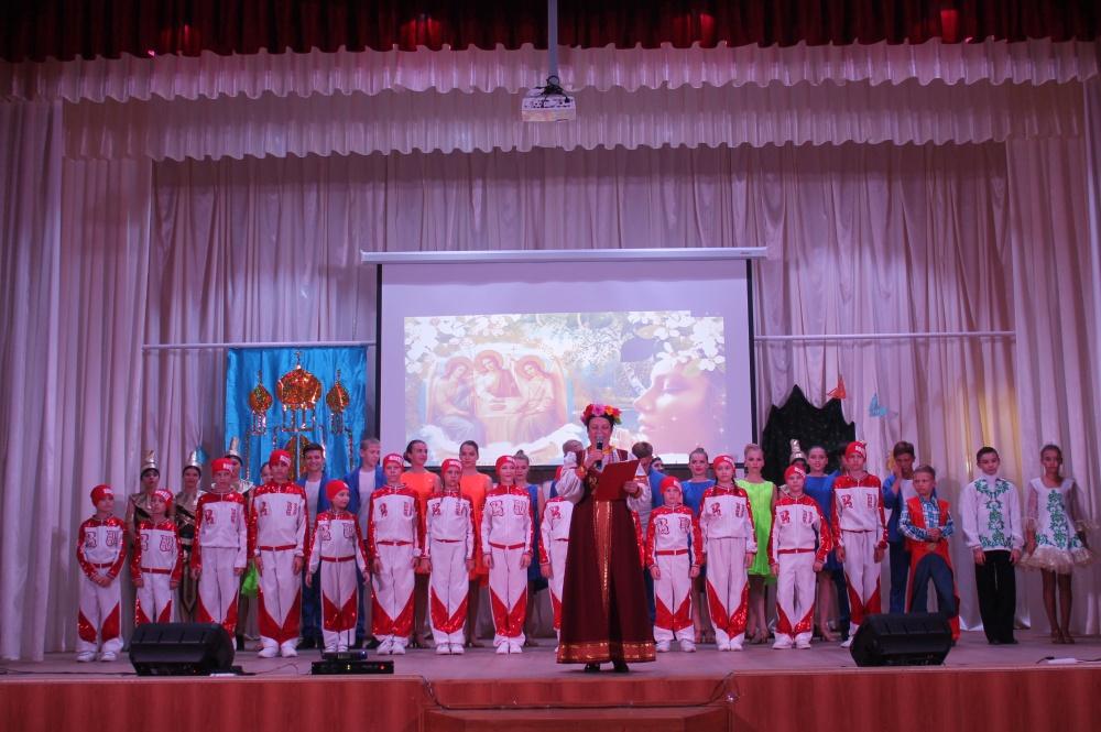 """Праздничный концерт """"Троицу гуляем- лето встречаем"""""""