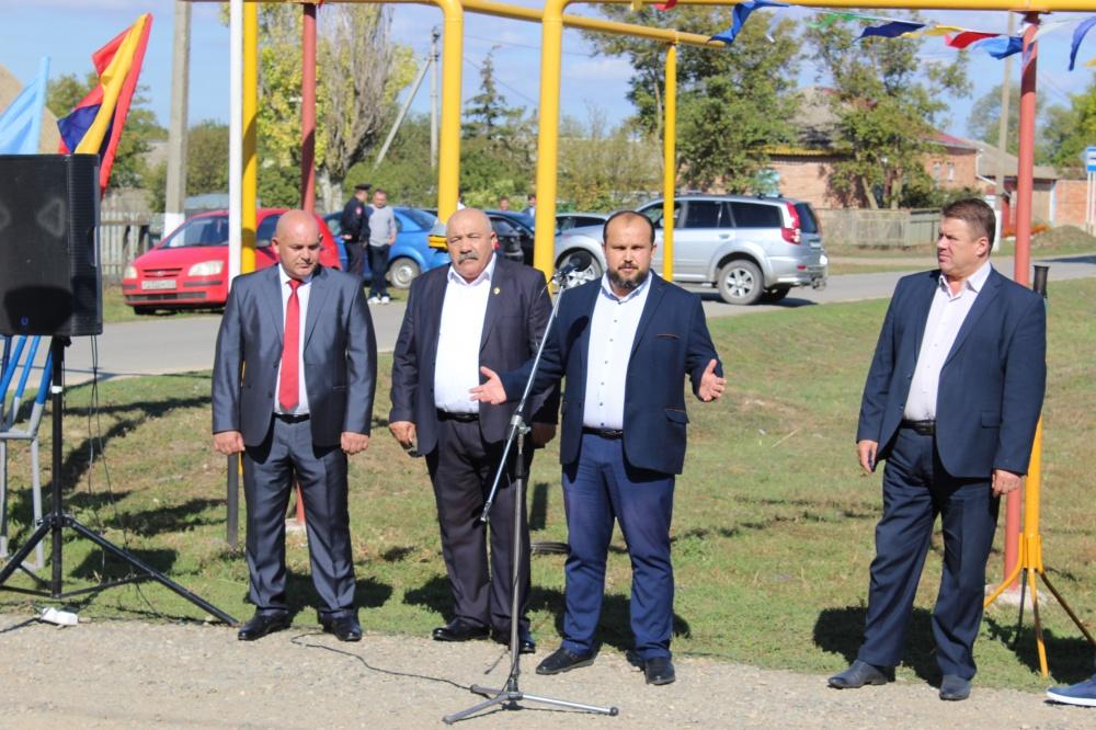 В восточном районе станицы Камышеватской официально запущена линия газопровода