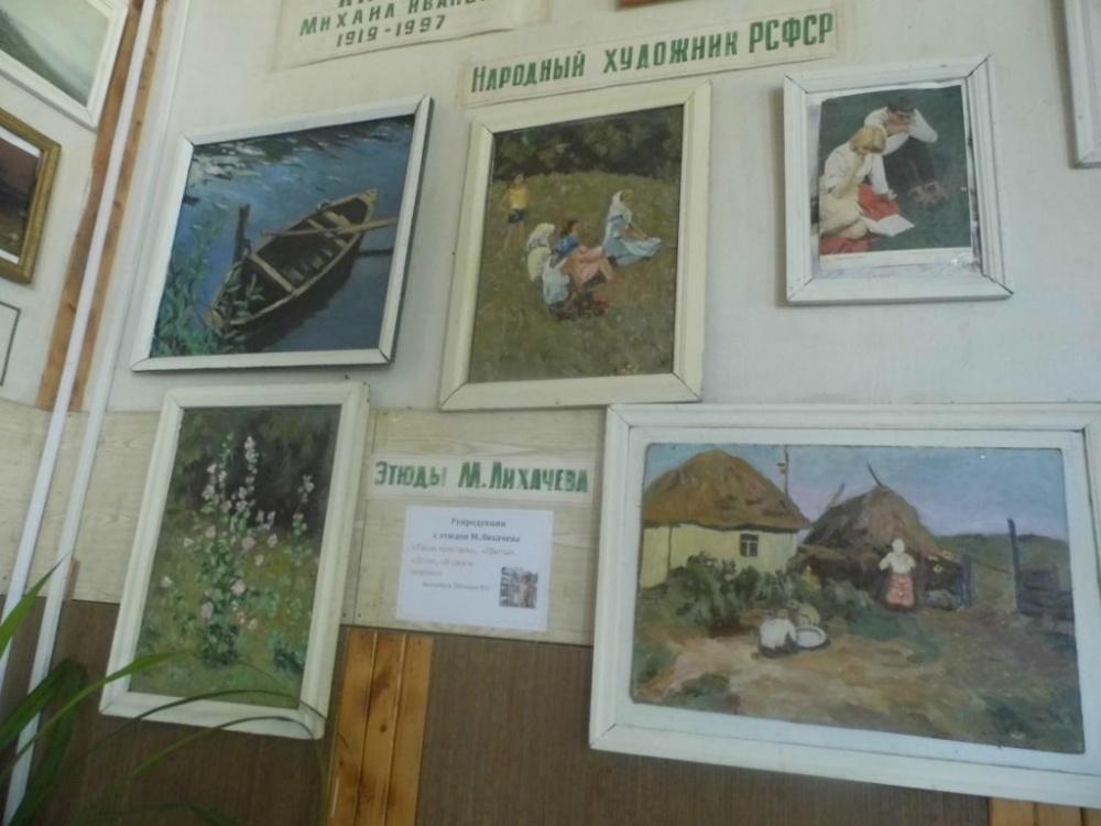 Выставка в Петропавловском СДК, посвященная творчеству воронежского художника М. Лихачева