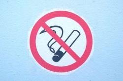 Курить на детской площадке — запрещено!