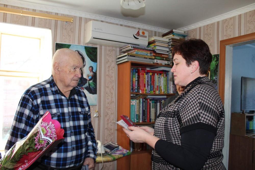 Вручение памятных медалей « 75 лет Победы в Великой Отечественной Войне 1941-1945 гг» в Кухаривском сельском поселении