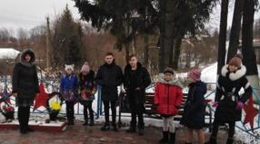 Митинг с возложением венков на братской могиле в деревне Уланово