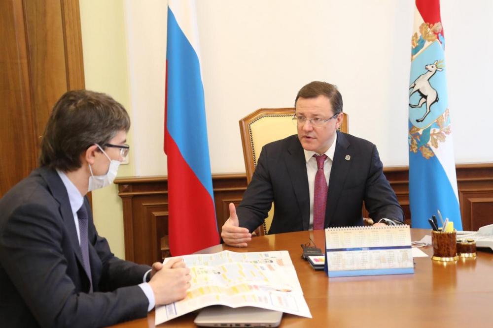 Дмитрий Азаров и вице-президент АВТОВАЗа обсудили ход вакцинации крупнейшего трудового коллектива области