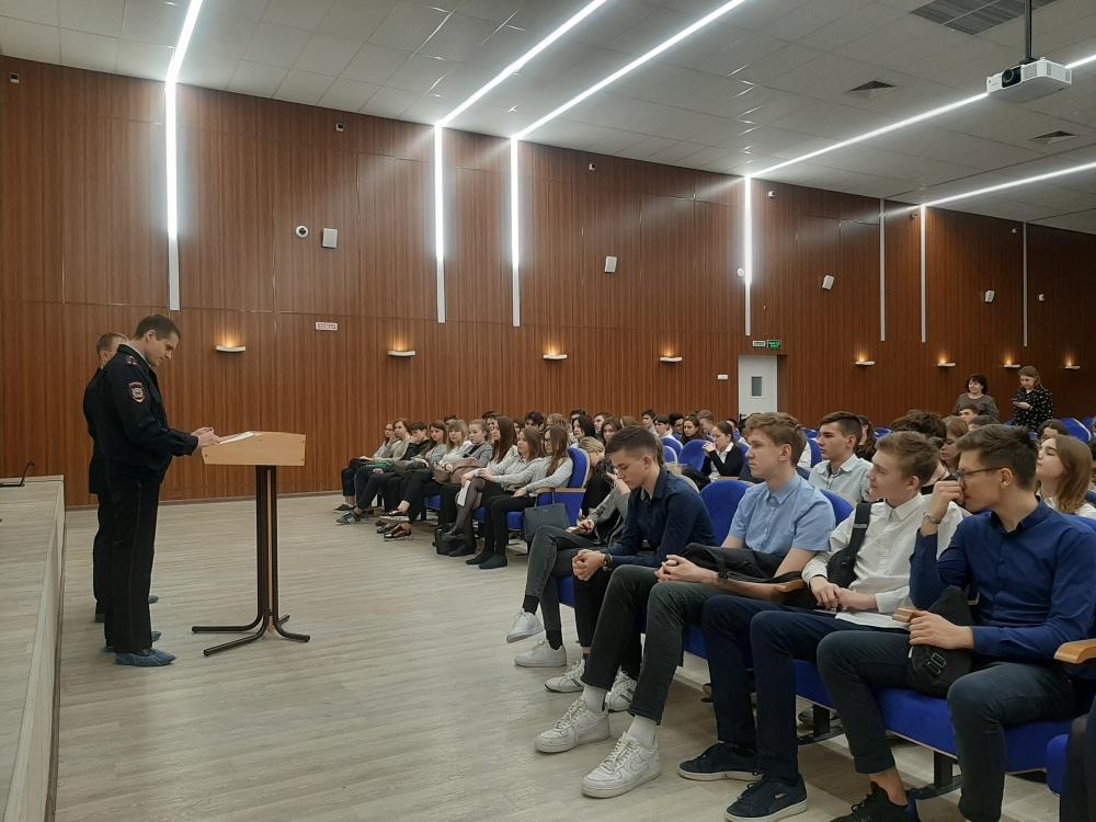 Сотрудники правоохранительных органов провели профилактическое мероприятие в школе Волжского района