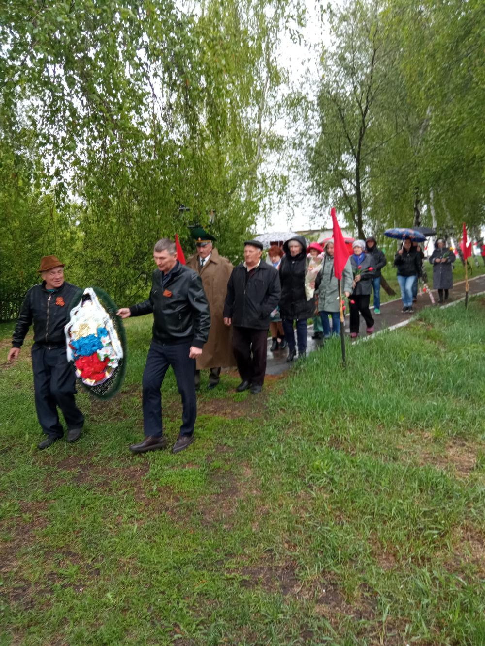 Торжественное возложение венков и цветов к памятникам воинам-освободителям 9 Мая
