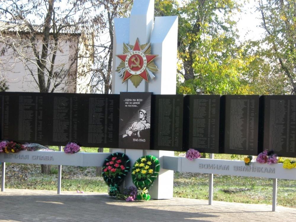 Открытие мемориала участникам  Великой Отечественной войны в селе Синявка