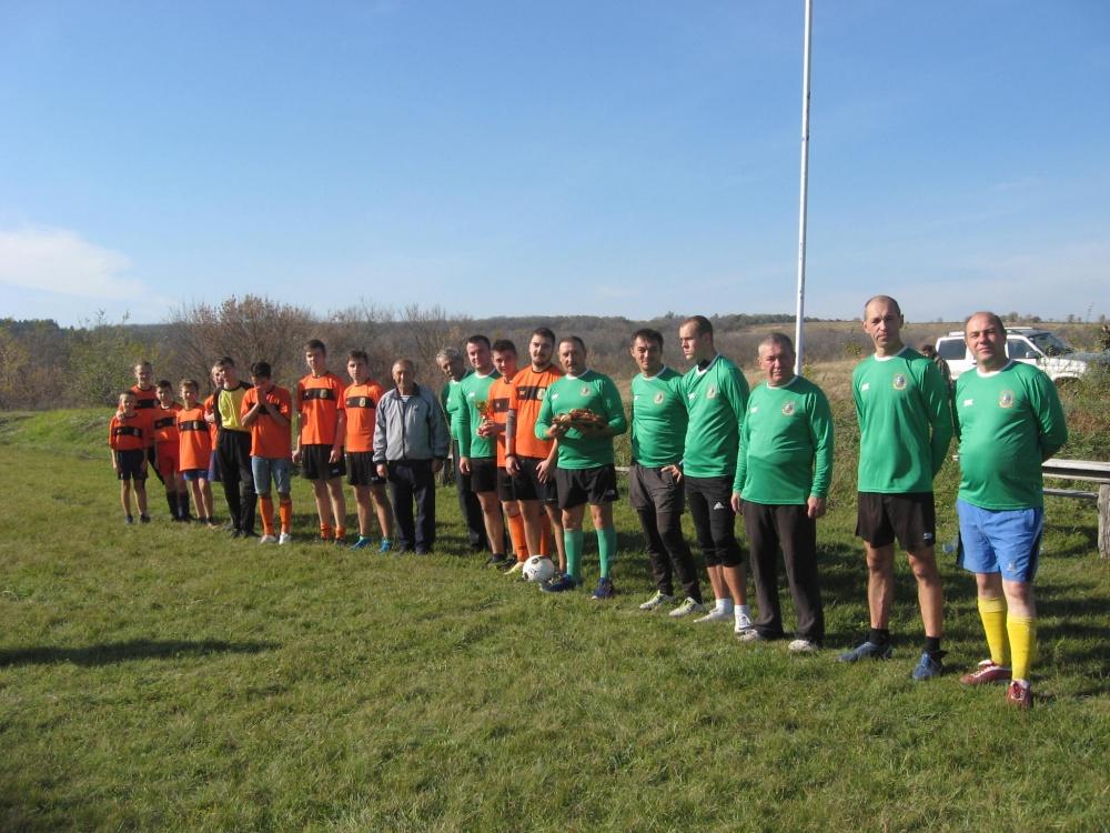 13 октября 2019 года прошел футбольный матч между командами молодежи и ветеранами футбольных в честь праздника команд, победила молодость