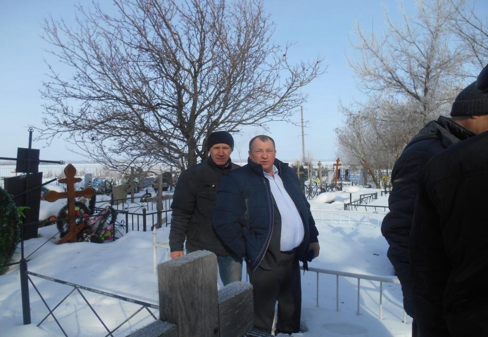 15.02.2019 года возложение цветов односельчанами на могилу участника боевых действий в Афганистане Кости Карпова.