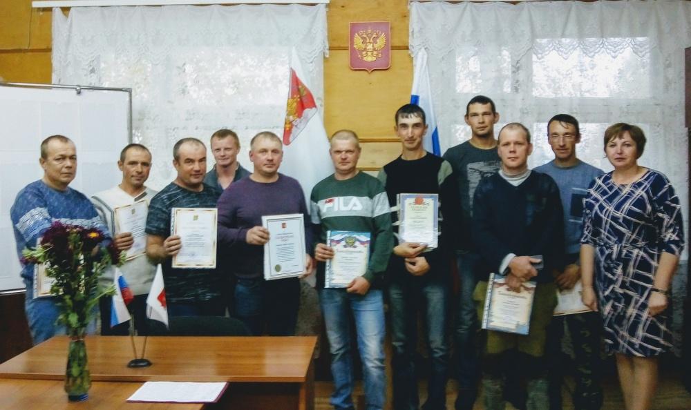 Поздравили ветеранов и наградили работников лесной отрасли.