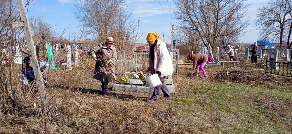 10 апреля  на территории сельского поселения состоялся областной субботник по уборке территории гражданского кладбища