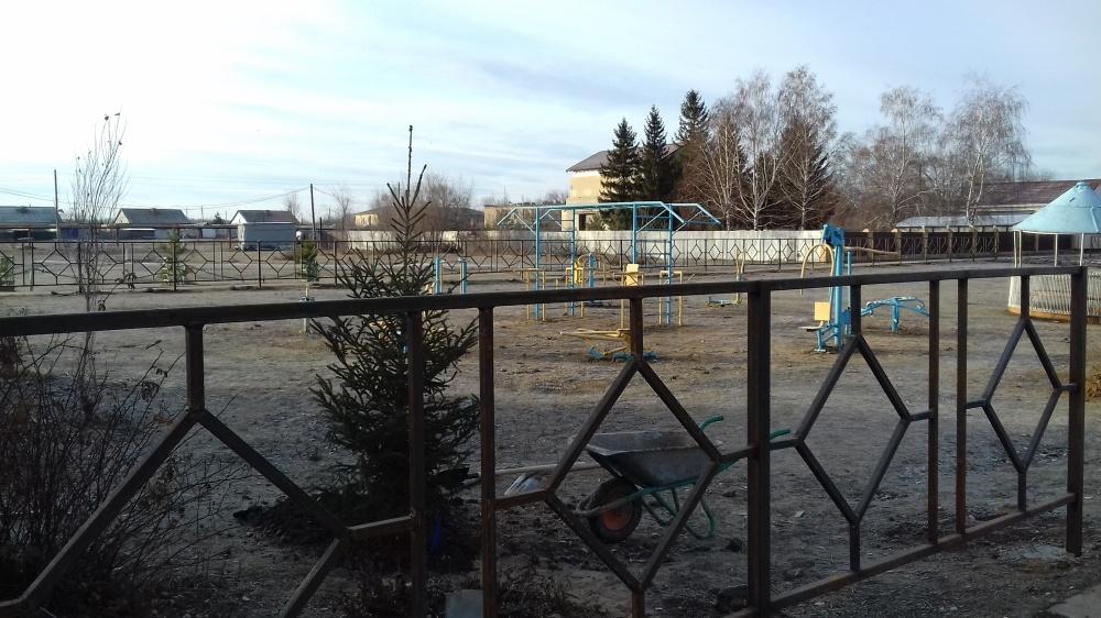 Работы по устройству ограждения площадки перед СДК пос. Прибой в рамках общественного проекта