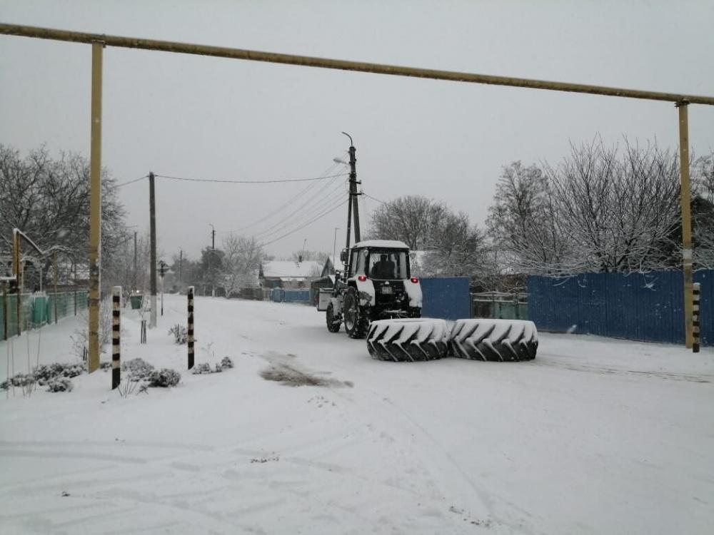 Уборка снега на контроле главы сельского поселения.