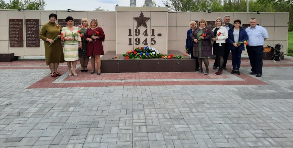 9 мая на памятнике ВОВ в центре с.Пыховка  почтили память погибших в годы Великой Отечественной войны