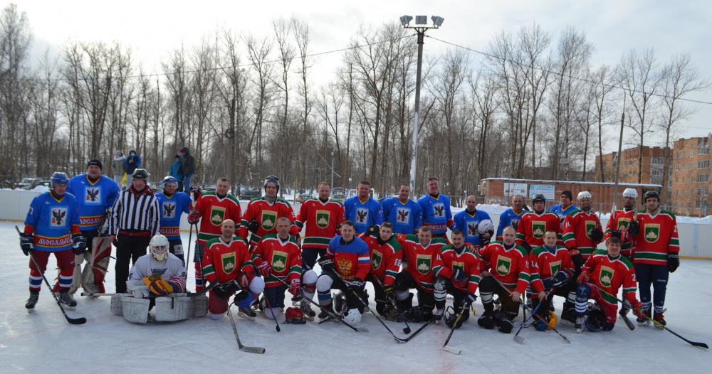 7 февраля 2021 на территории поселка Товарково, прошла встреча сборных команд по хоккею Мосальского и Дзержинского районов.
